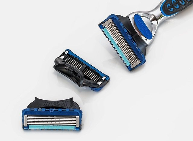 disposable razors with multi blade cartridges